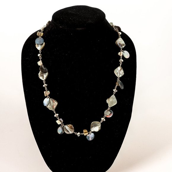 Jewelry - NWOT grey mother of pearl necklace